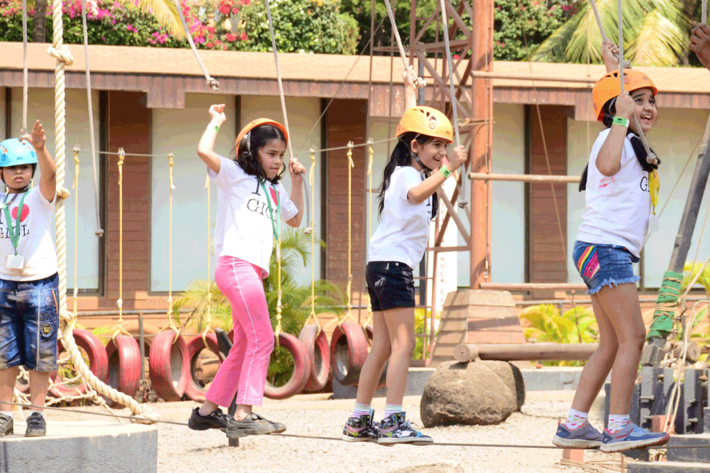kids-performing-low-rope-challenge-course-at-della-adventure